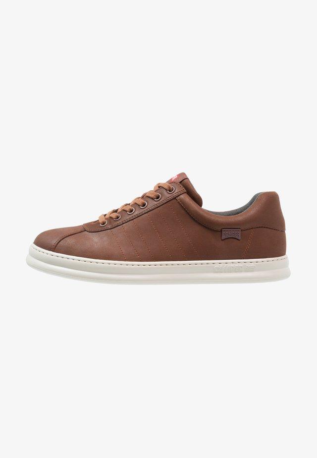 RUNNER FOUR - Zapatillas - medium brown