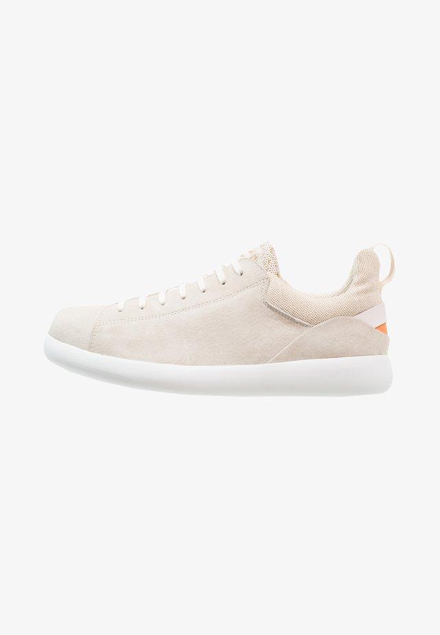 PELOTAS CAPSULE XL - Sznurowane obuwie sportowe - light beige