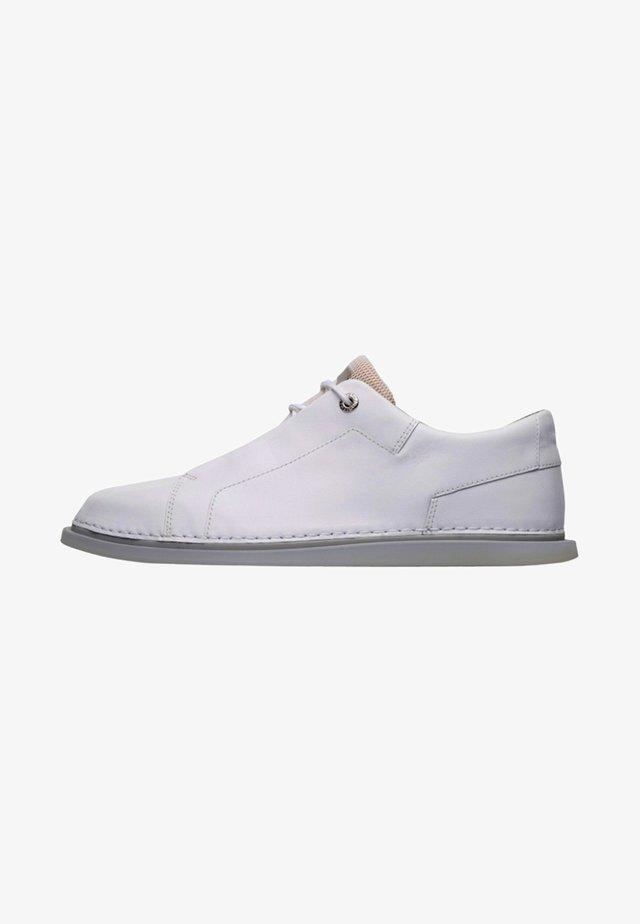 NIXIE - Zapatos de vestir - white