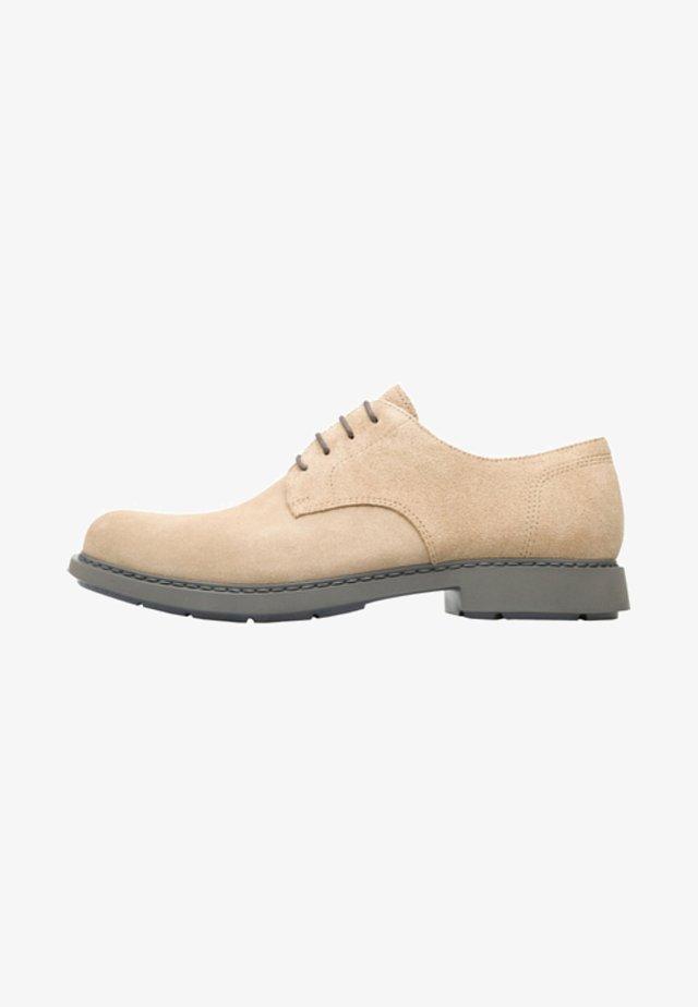 NEUMANN - Sznurowane obuwie sportowe - beige