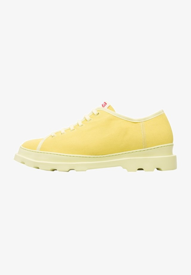 Zapatos con cordones - yellow