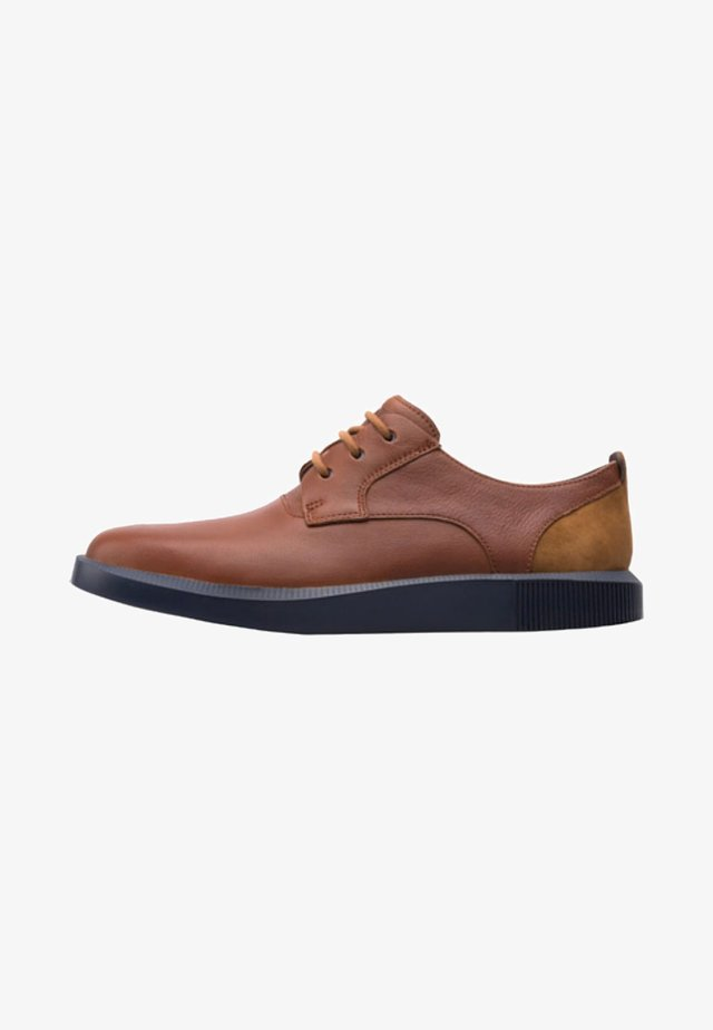 BILL - Zapatos con cordones - brown
