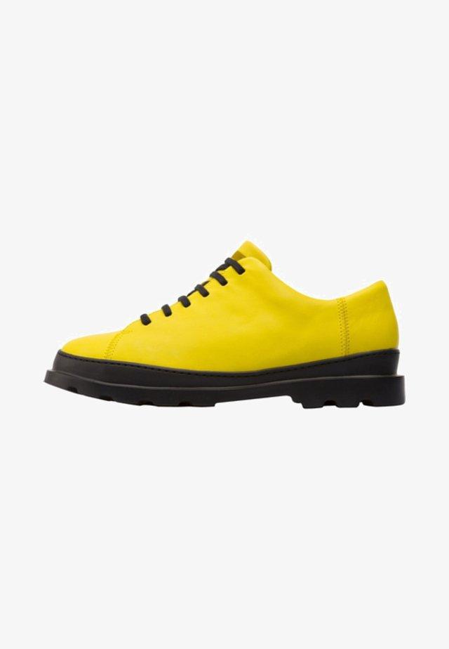 BRUTUS - Zapatos con cordones - yellow