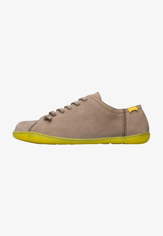 Sznurowane obuwie sportowe - beige