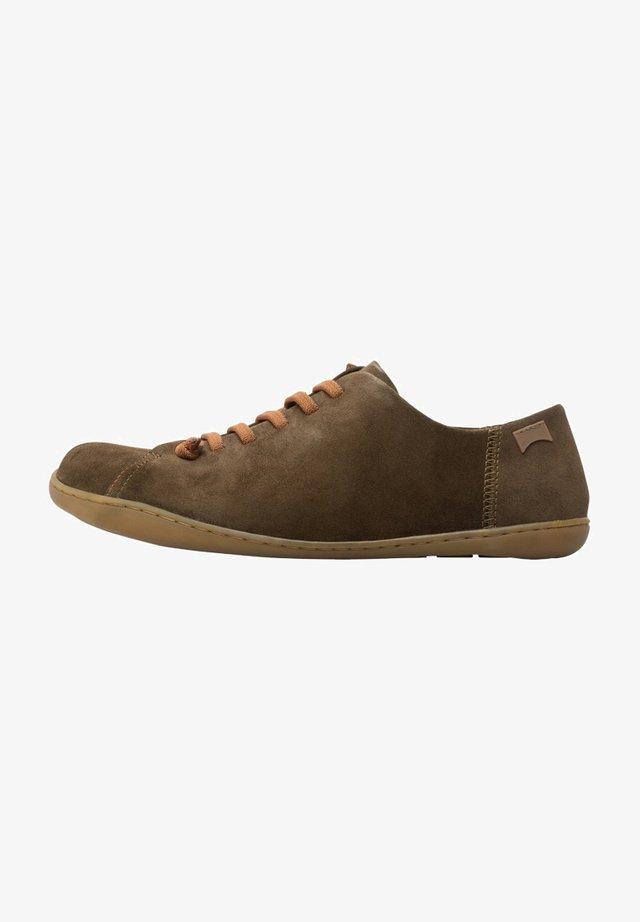 Zapatos con cordones - green