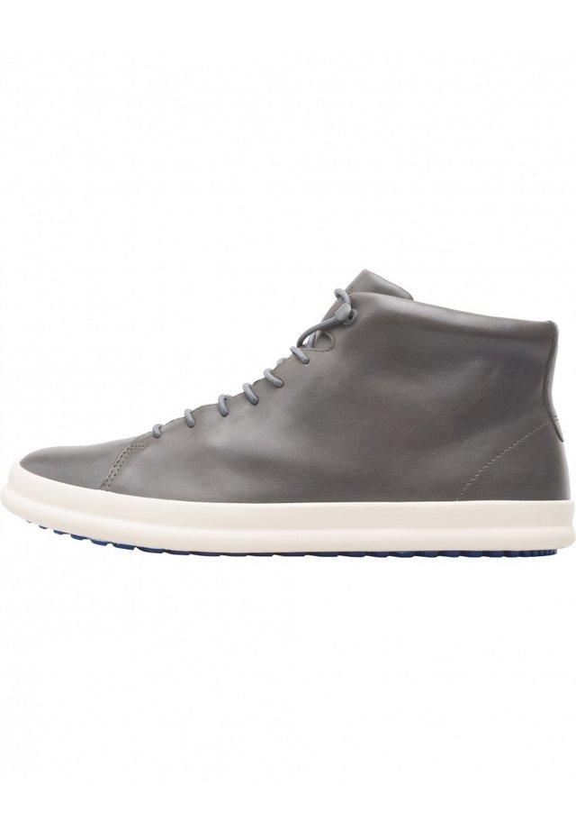 CHASIS K300236-007 SNEAKERS HEREN 39 - Sneakers basse - grau