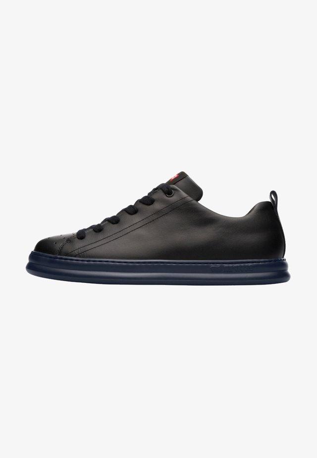 RUNNER FOUR - Sneakers laag - black