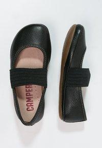 Camper - RIGHT - Bailarinas con hebilla - black - 1