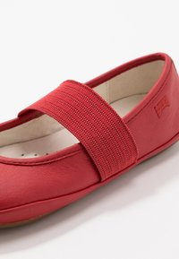 Camper - RIGHT KIDS - Ankle strap ballet pumps - red - 2