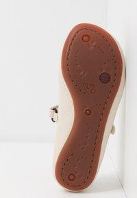 Camper - RIGHT KIDS TWINS - Ankle strap ballet pumps - light beige - 5