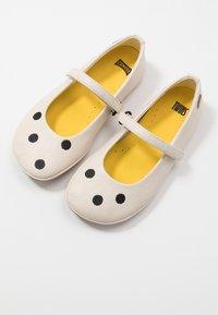 Camper - RIGHT KIDS TWINS - Ankle strap ballet pumps - light beige - 6