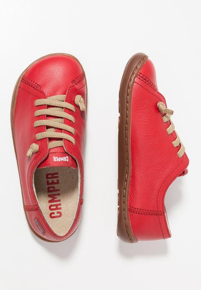 PEU CAMI - Zapatos con cordones - red