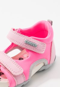 Camper - OUS - Zapatos de bebé - pink - 2