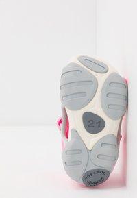 Camper - OUS - Zapatos de bebé - pink - 5