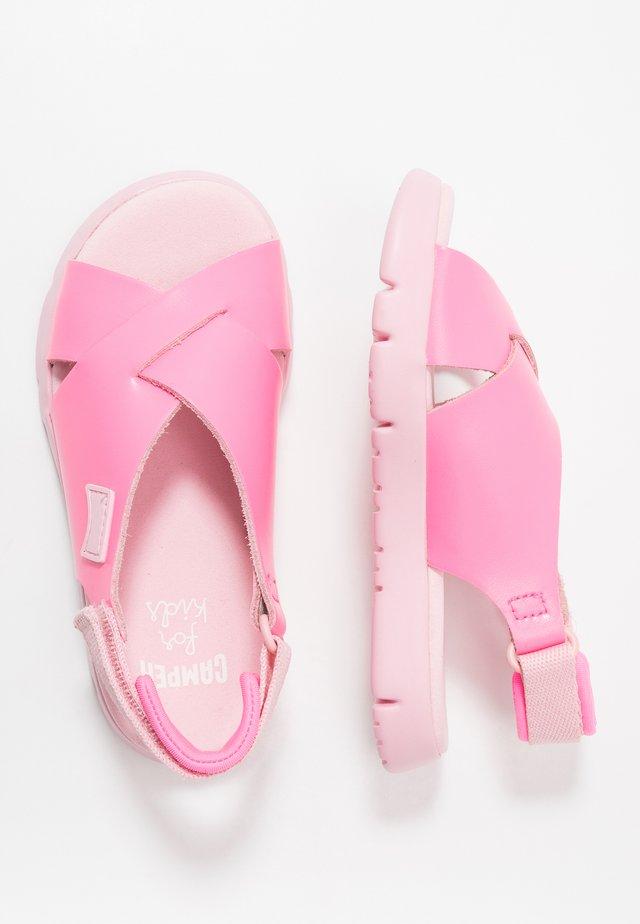 ORUGA KIDS - Sandalias - pink
