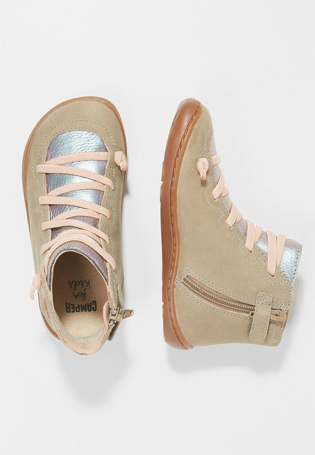 PEU CAMI KIDS - Botines con cordones - beige/pink