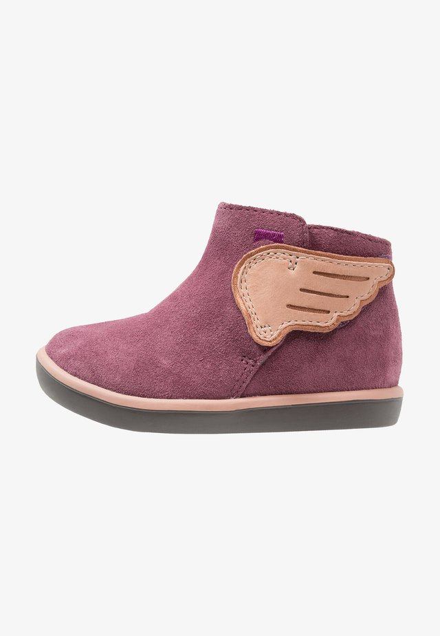 PURSUIT - Zapatos de bebé - medium purple