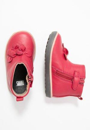 Obuwie do nauki chodzenia - pink