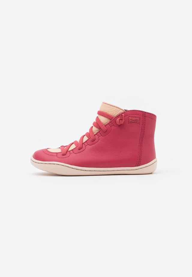PEU CAMI - Botines con cordones - medium pink