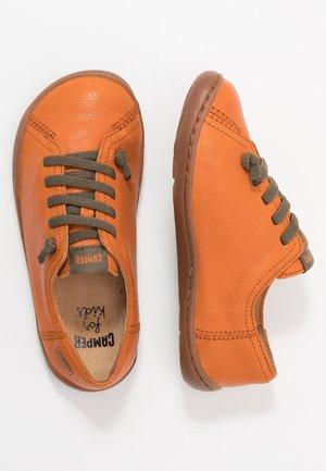 PEU CAMI KIDS - Volnočasové šněrovací boty - tan