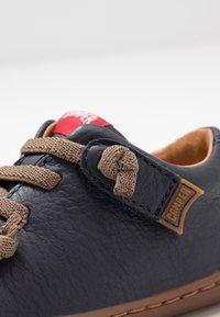Camper - PEU CAMI - Zapatos de bebé - navy - 2
