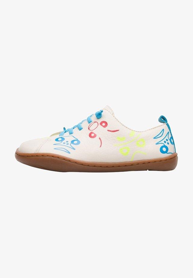 Zapatos con cordones - beige