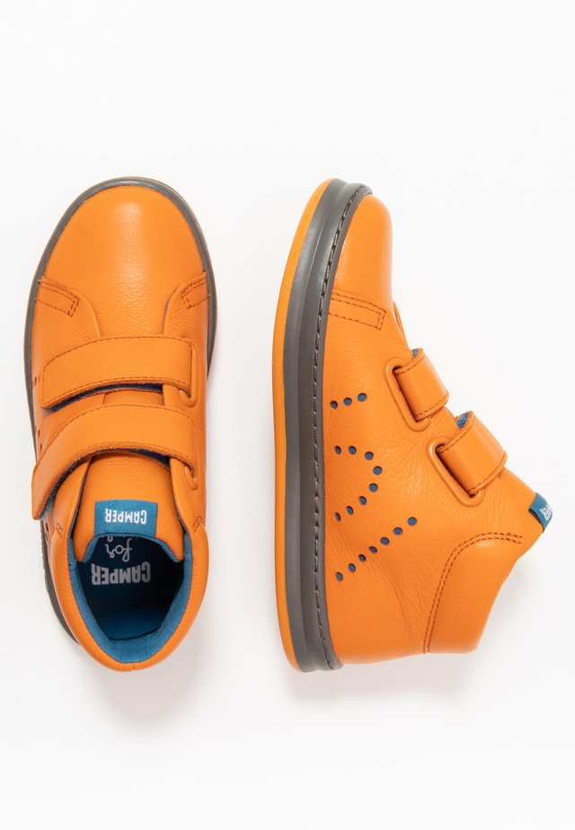 RUNNER FOUR KIDS - Zapatillas altas - medium orange