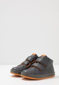 Camper - RUNNER FOUR KIDS - Vysoké tenisky - medium gray - 3
