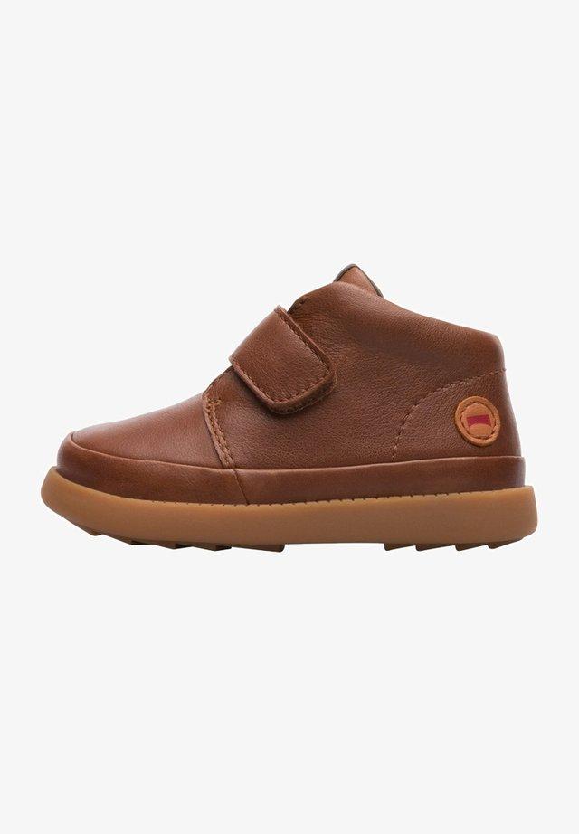 BRYN - Zapatos con cierre adhesivo - brown
