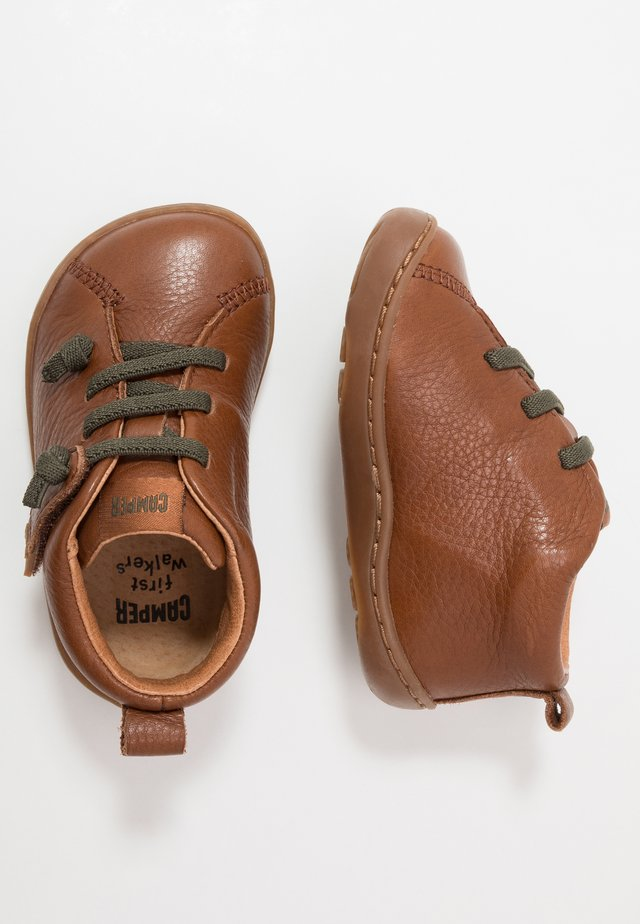PEU CAMI - Baby shoes - tan