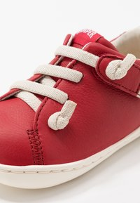 Camper - PEU CAMI - Baby shoes - red - 2