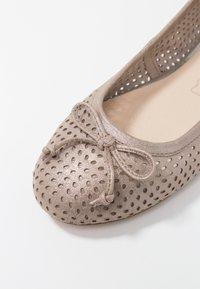 Caprice - Ballet pumps - taupe metallic - 2