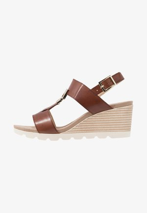 Wedge sandals - cognac
