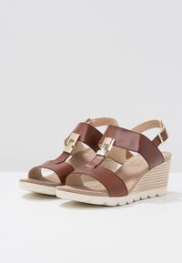 Caprice - Wedge sandals - cognac - 4
