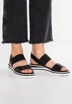 Sandały na koturnie - black