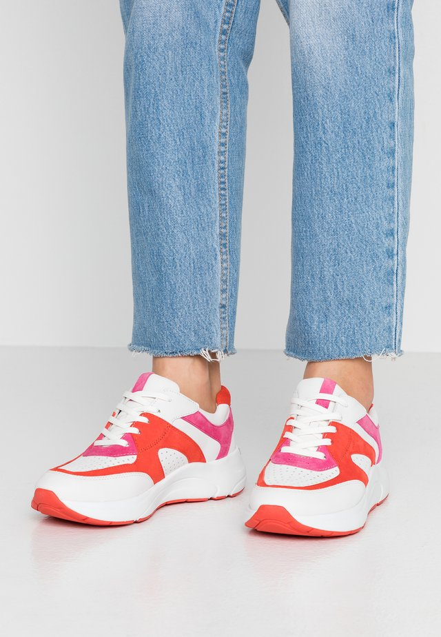 Sneakers - white/coral