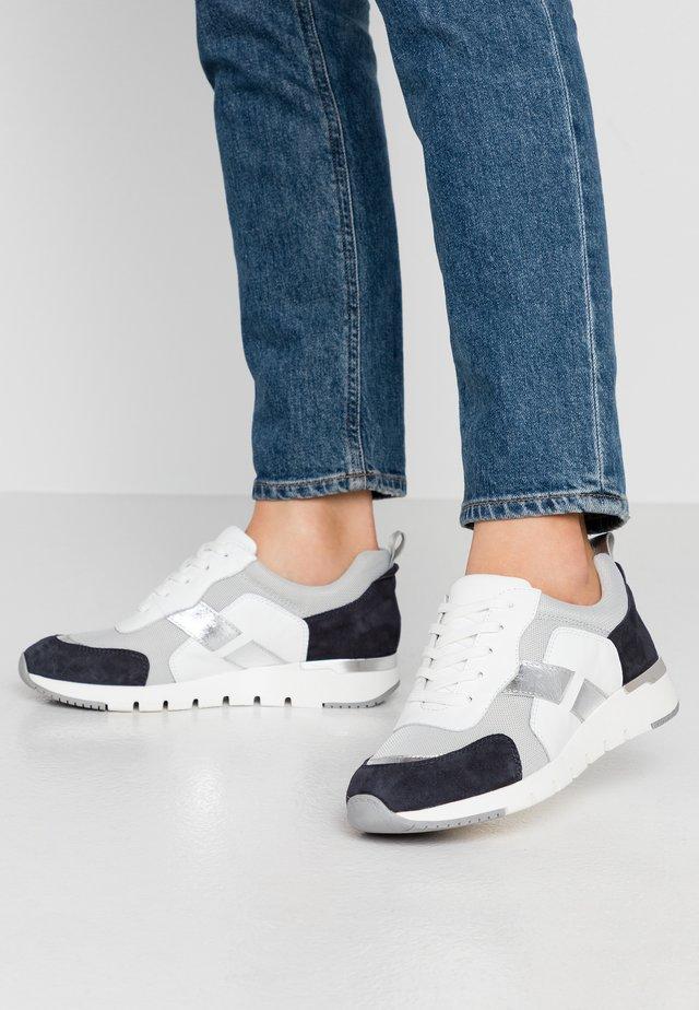 Sneaker low - ocean/white