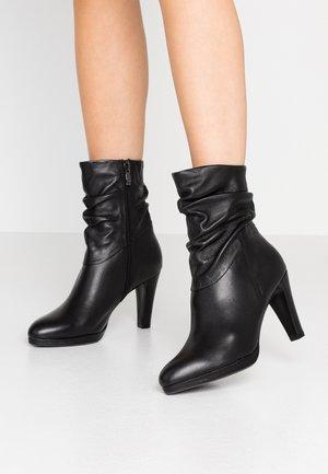 BOOTS - High Heel Stiefelette - black