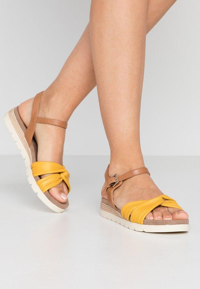 9-9-28609-24 - Wedge sandals - lemon/nut