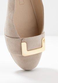 Caprice - Ballerinaskor - sand - 2