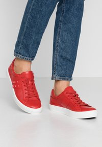 Caprice - Sneakers laag - red - 0