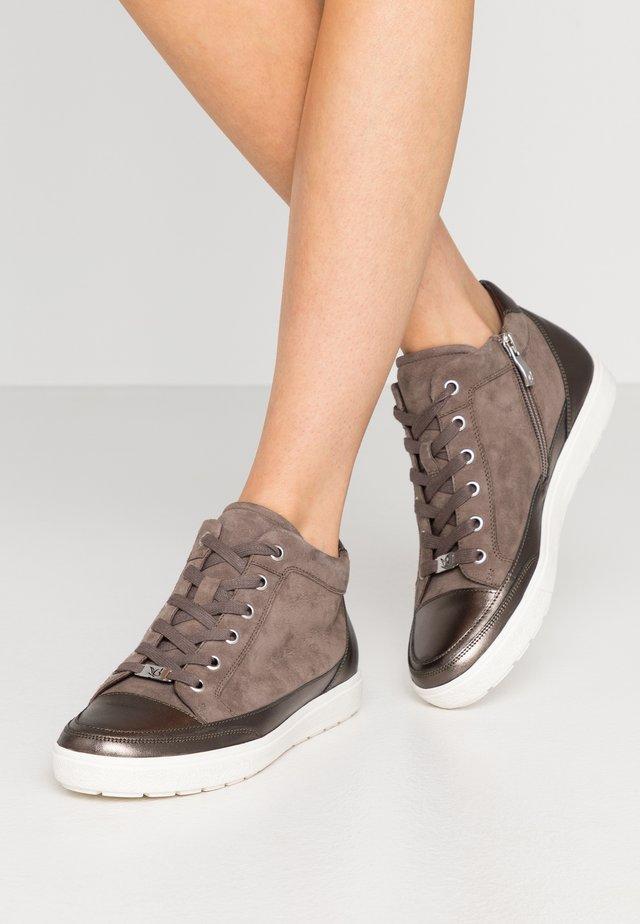 Sneaker high - stone