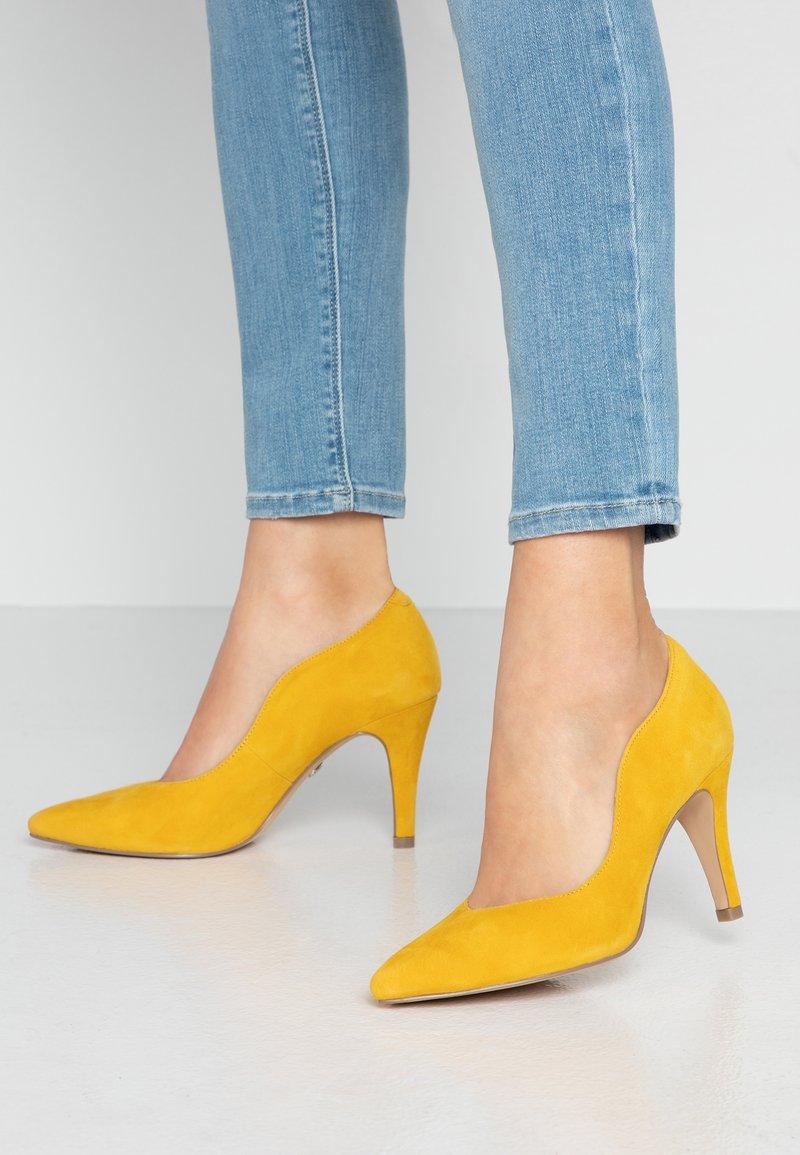 Caprice - Høye hæler - yellow