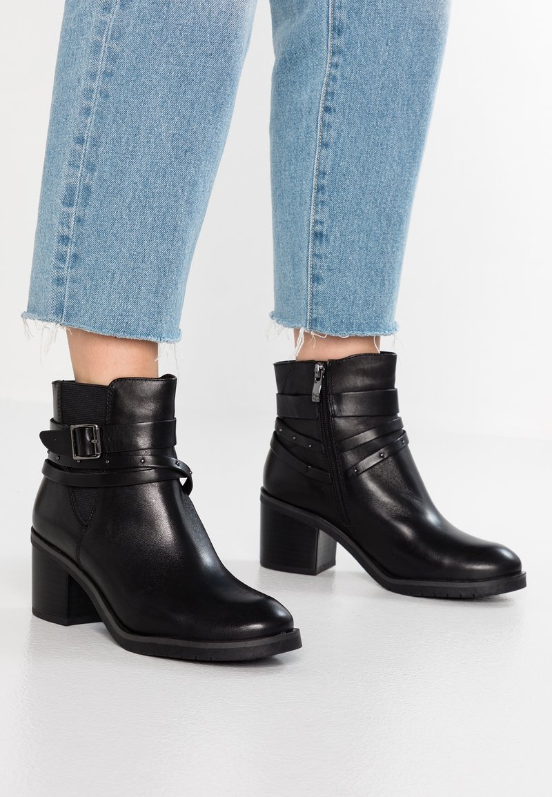 Caprice - Cowboystøvletter - black