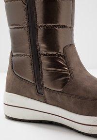 Caprice - Zimní obuv - bronce - 2