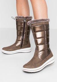 Caprice - Zimní obuv - bronce - 0