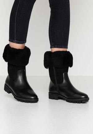 WOMS BOOTS - Zimní obuv - black