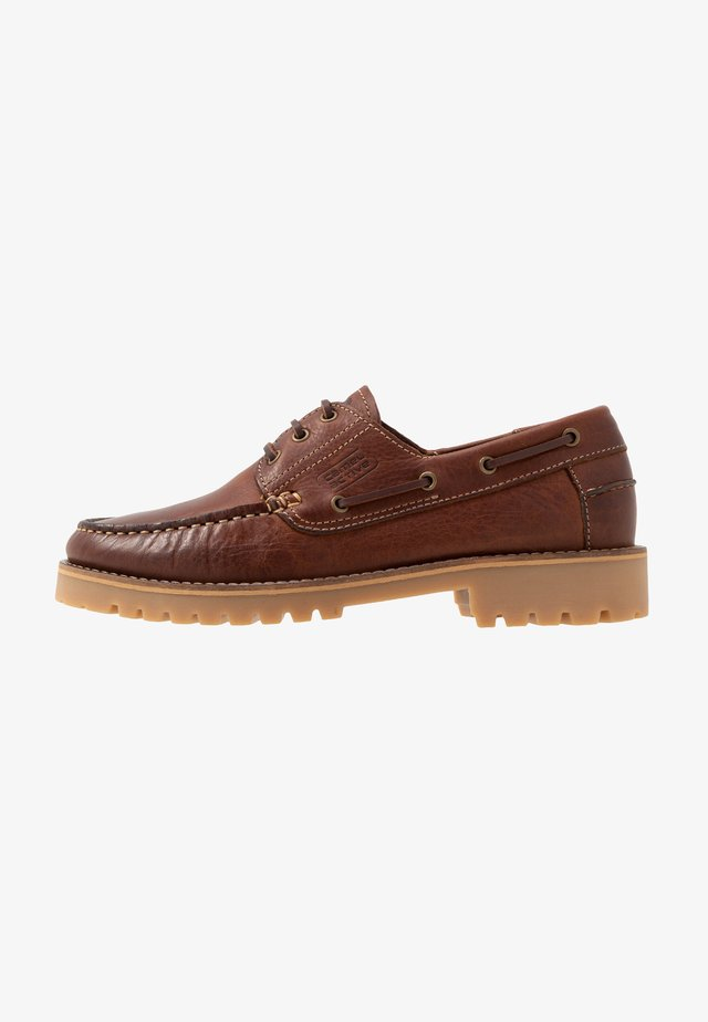 PORTLAND - Boat shoes - chestnut