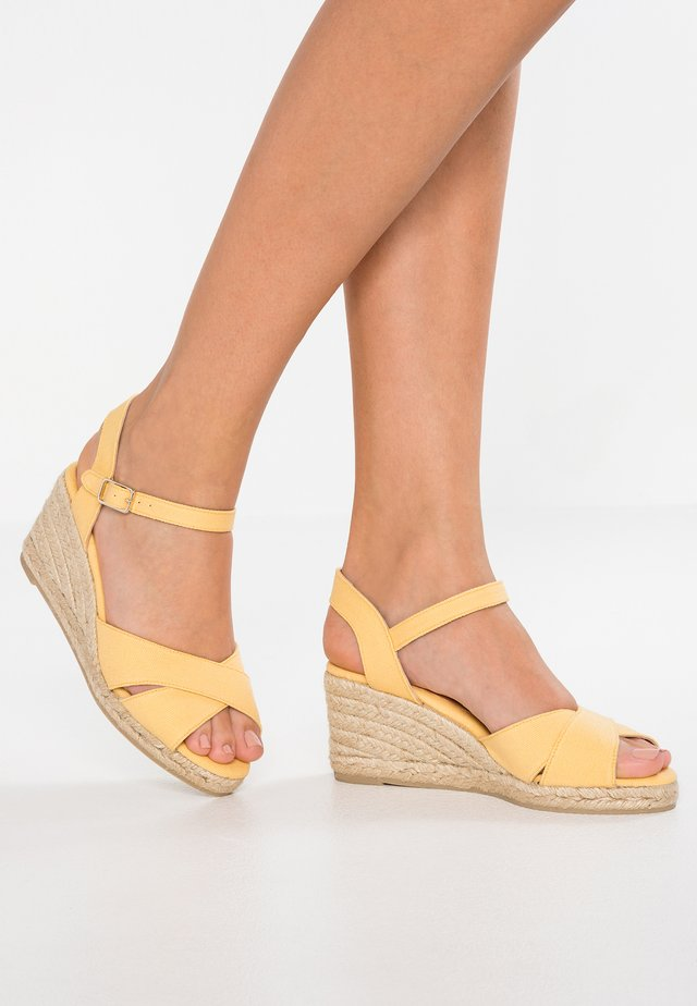 BLAUDELL - Sandalen met sleehak - yema