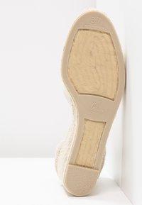 Castañer - CARINA - Lodičky na klínu - ivory - 6